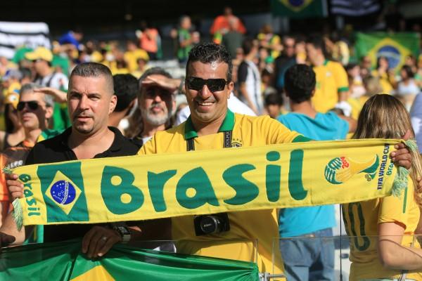 A ausência completa de negros na torcida do Brasil