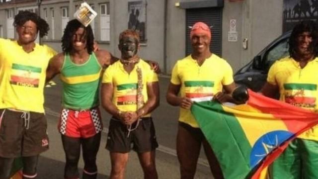 Jogadores de rúgbi são acusados de racismo após posarem pintados de preto com bandeira da Etiópia