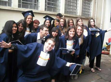 Grupo de estudantes surdos conquista direito de refazer Enem