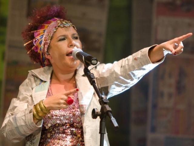 """Cantora de """"Tecnomacumba"""" lamenta veto a show e diz que decisão fomenta o ódio"""