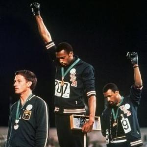 Heróico protesto contra o racismo