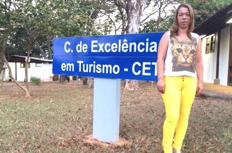 A merendeira Magna foi aprovada para o mestrado em turismo Fred Leão/R7