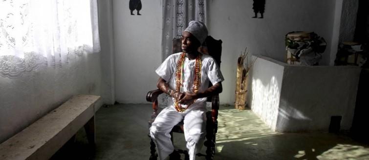 Jovens de religiões afro-brasileiras dão continuidade à tradição ancestral