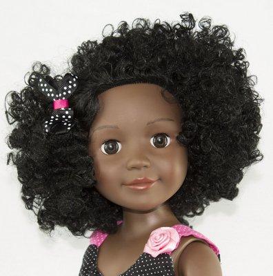 Pré-escola de SP usa bonecos para discutir racismo com alunos
