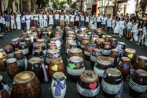 candombe-tambores-no-chão