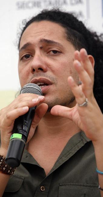 Sinto falta de autores negros no Brasil, diz Ondjaki