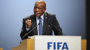 Fifa Tokyo Sexwale anti racismo Boicote de negros à Copa de 2018? Racismo na Rússia faz Fifa demonstrar temor