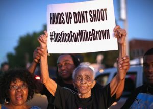 A polícia é a mesma em qualquer lugar? Por que o policial que matou um negro nos EUA foi inocentado
