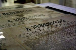 """APESP recebe certificado Memória do Mundo com jornal abolicionista """"A Redempção"""""""