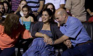 Como a gravidez da mulher de um agente preso por 16 anos nos EUA está comovendo Cuba