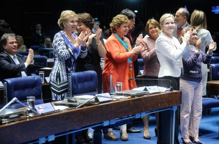Aprovada inclusão do feminicídio no Código Penal