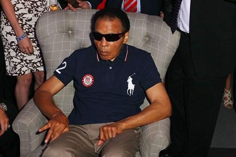 Ícone do boxe, Muhammad Ali é internado com pneumonia