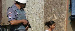 Jovens de favelas de São Paulo são treinados para gravar vídeos de abusos policiais