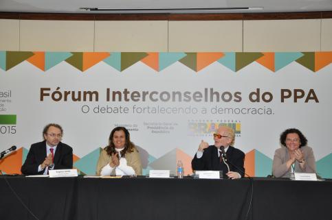 Movimento de Mulheres participa da elaboração do novo modelo do Plano Plurianual 2012/2015