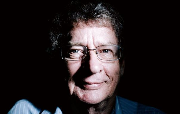 Morre autor sul-africano antiapartheid Andre Brink, aos 79 anos