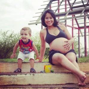 Cinthia, grávida de Raul, com o filho Davi (Foto: Arquivo pessoal)