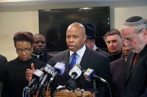 Vítima de violência policial na adolescência, ex-capitão da corporação pede reforma para conter discriminação racial nos EUA