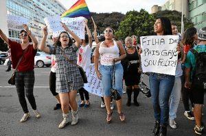 Escolas não estão preparadas para combater homofobia, dizem especialistas