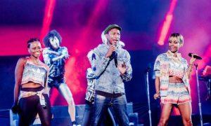 Pharrell encerra Lollapalooza com sequência de hits
