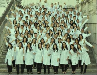 Foto da formatura da turma de medicina 2001.1 da UFBA Fonte: http://www.gradusformaturas.com.br/parceria.asp