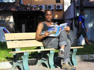 Morador de rua volta a estudar para realizar sonho de ter casa no ES