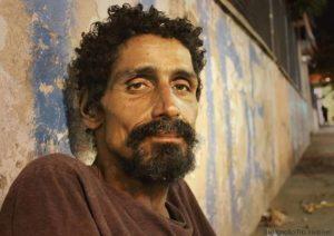 'Invisíveis', moradores de rua ganham voz em projetos sociais que avançam nas redes sociais em todo o Brasil