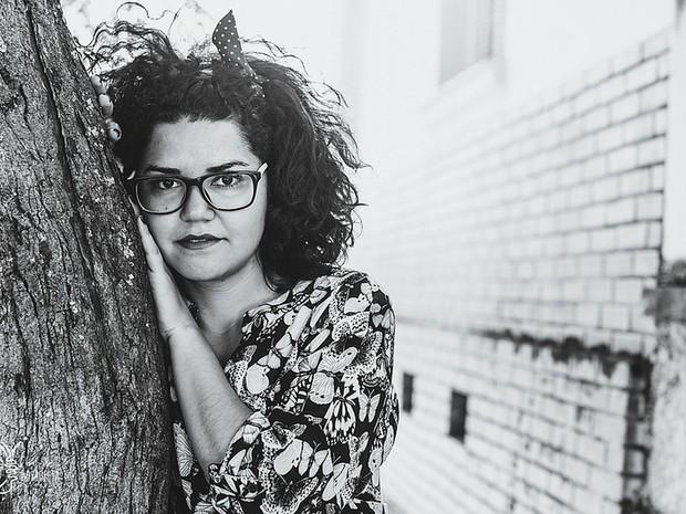 Após vivenciar violência contra mulher, jovem cria projeto fotográfico