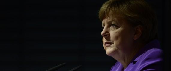 Alemães não podem virar as costas a passado nazista, diz Merkel