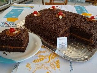 Padaria troca nome de torta Nega Maluca por 'bolo afrodescendente'