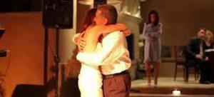 Pai deixou o preconceito no passado e resolveu ir no casamento de sua filha com uma mulher! É muito lindo!