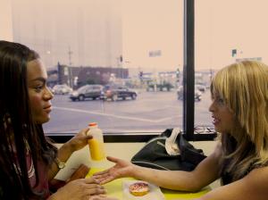 """Trailer de """"Tangerine"""", filme estrelado por atrizes trans e gravado inteiro no iPhone"""