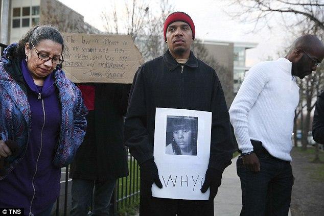 Essa mulher negra desarmada foi morta pela polícia. Por que não marchamos por ela?