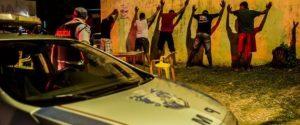 violencia racial afogamento