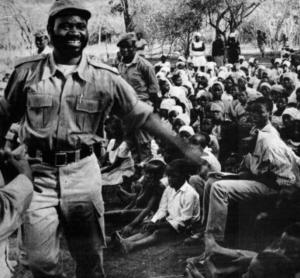 Samora Machel nos campos   DR