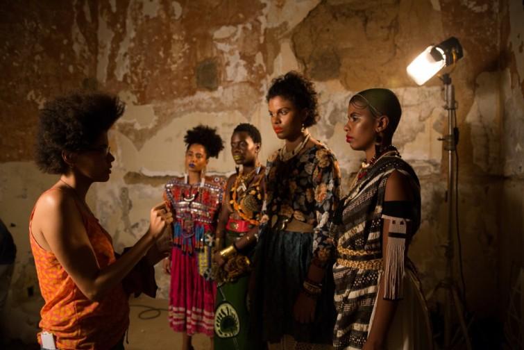 Yasmim em ação com atrizes de KBELA Foto: Aline Dara Onawale