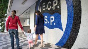 Clube que obriga babá a usar branco é alvo de investigação do MP