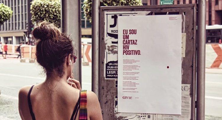 Este cartaz é HIV positivo: veja a reação das pessoas em vídeo