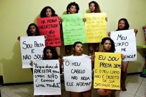 Pretas Simoa em ensaio fotográfico contra a objetificação das mulheres negras no Carnaval (Imagem: Reprodução / Facebook)