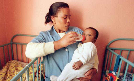 Cuba é o primeiro país a eliminar a transmissão do HIV de mãe para filho, diz OMS