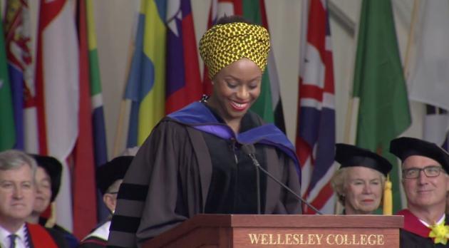 Chimamanda Ngozi Adichie: Não silencie essa voz