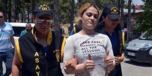 Turca mata o marido após ele tentar mandá-la a prostíbulo e vira símbolo em redes sociais