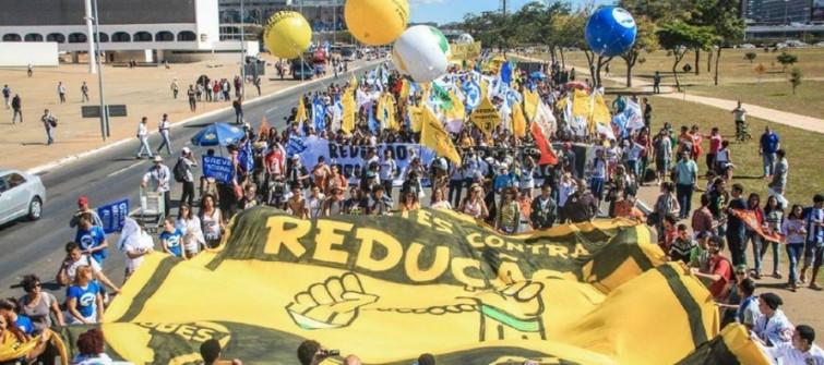 Quatro capitais realizam atos contra redução da maioridade penal e manobras de Cunha