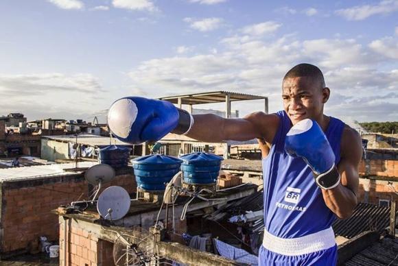 Boxeador em busca de medalha no Pan teve ajuda de ONG que apoia liderança jovem