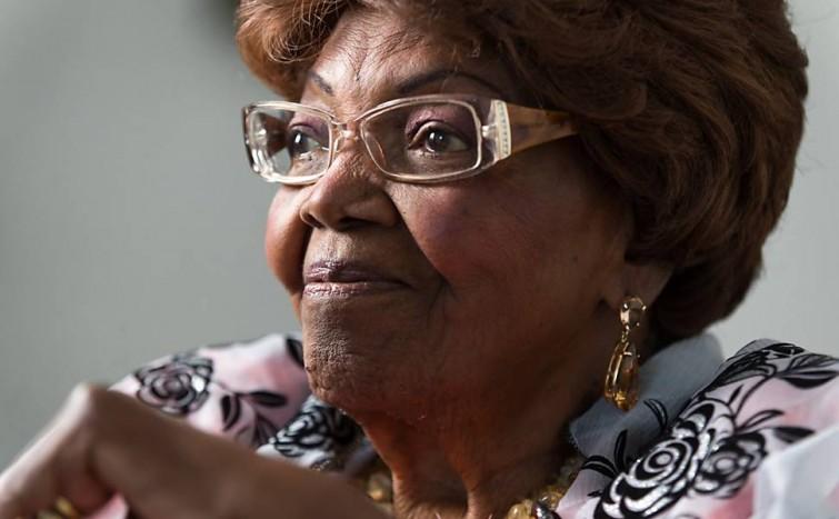 Aos 93, dona Ivone Lara ganha 'sambabook' em sua homenagem