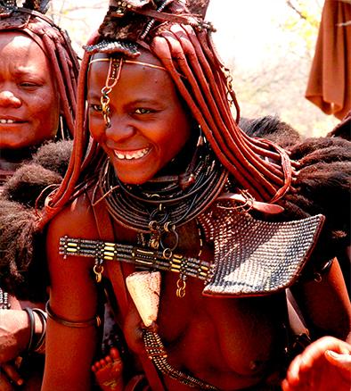 Os-dreads-representam-o-estado-civil-das-mulheres-da-comunidade-Himba.