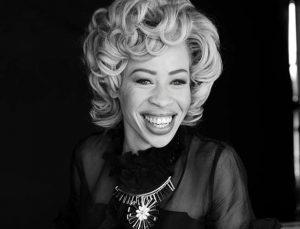 """Modelo albina sul-africana se destaca na moda: """"Sou negra com pele branca"""""""