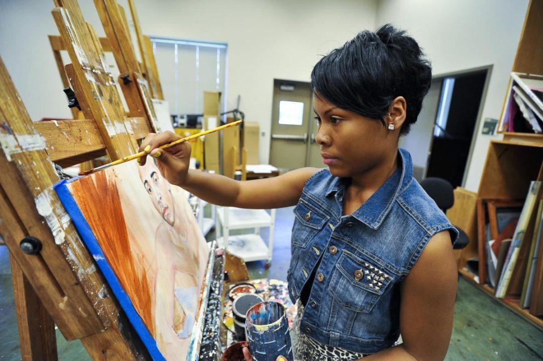 Estudantes usam a arte como instrumento de combate ao racismo