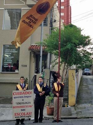 Antes de palestra de Butler em SP, grupo protestou contra a'ideologia homossexual' nas escolas (Foto: Ana Carolina Moreno/G1)
