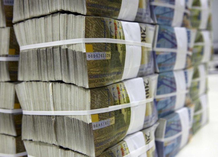 Por que corruptos do mundo todo abrem contas em bancos suíços?