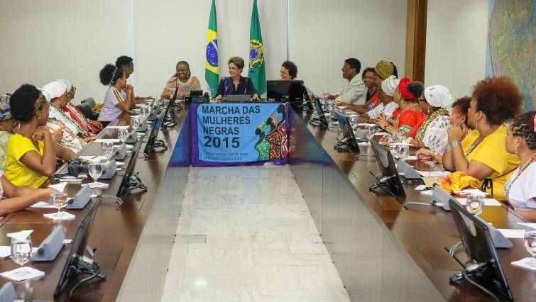 Presidenta Dilma Rousseff recebe representantes da Marcha das Mulheres Negras